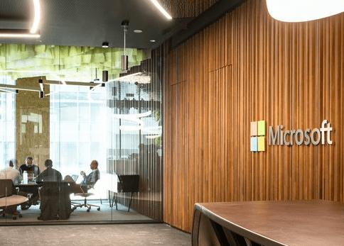 Microsoft in zijn nieuwe hoofdkantoor, genaamd Microsoft Home, op de website van Brussels Airport. Plaats voor innovatie rond de AI.
